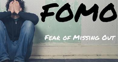 fomo-man-holding-face
