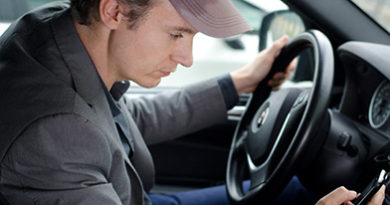 texting-while-driving-man
