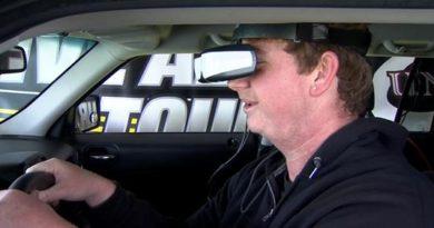 marijuana-driving-simulator-male-smiles