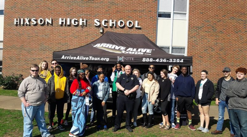 Hixson-high-school-group-photo-student-police